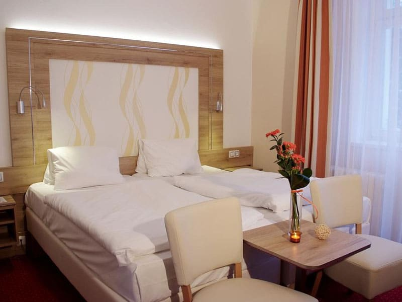 03. Dvoulůžkový pokoj hotel Royal=Doppelzimmer Hotel Royal