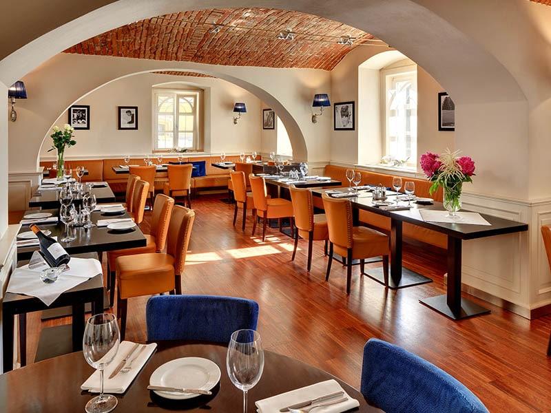 08. Restaurace hotel Villa Patriot=Restaurant Hotel Villa Patriot
