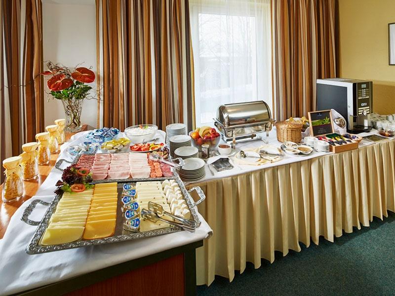 16. Snídaně hotel Děvín=Frühstück Hotel Děvín